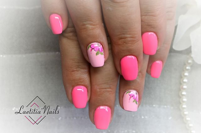 Laetitia' Nails - Pink flower
