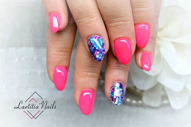 Laetitia' Nails - Pink or blue