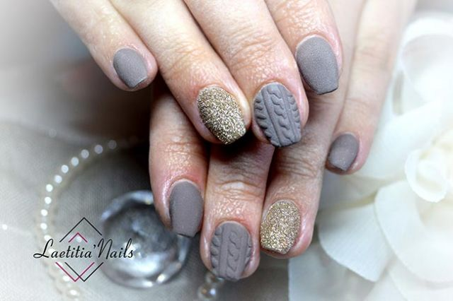 Laetitia' Nails - Winter Pull Over